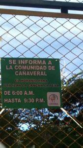 Mediante un letrero, la comunidad controlará el uso de la cancha La Pera.  - Suministrada/GENTE DE CAÑAVERAL