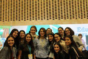 Estudiantes de octavo, noveno, décimo y undécimo del colegio Cantillana junto a Yaneth Giha Tovar, Ministra de Educación.  - Suministrada/GENTE DE CAÑAVERAL