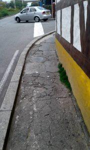 Los andenes ya deteriorados dificultan la movilidad de las personas que a diario transitan por esta zona.   - Suministrada/GENTE DE CAÑAVERAL