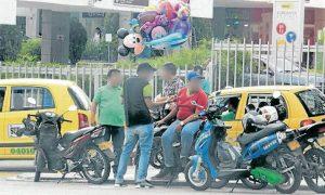 En el Centro Comercial Cañaveral se ubica otro punto de mototaxismo. Autoridades recuerdan que este servicio es ilegal. - Archivo/GENTE DE CAÑAVERAL