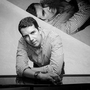 El pianista Juan Carlos López Peña será el encargado de amenizar la  velada de mañana, en la casa de la Cultura Piedra del Sol.   - Suministrada/GENTE DE CAÑAVERAL