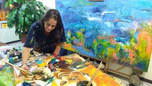 María del Pilar Gómez fue la artista elegida para elaborar uno de los regalos que se le entregarán al Papa Francisco en Cartagena: un cuadro con su imagen.  - Suministrada/GENTE DE CAÑAVERAL
