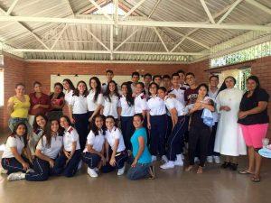 Suministrada/GENTE DE CAÑAVERAL Estudiantes de la Fundación Colegio UIS y miembros de la Fundación Hogar Corazón de María.