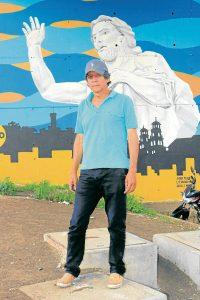 Alonso Melgarejo ha sido el encargado de embellecer los murales y puentes de Floridablanca.  - Fabián Hernández/ GENTE DE CAÑAVERAL