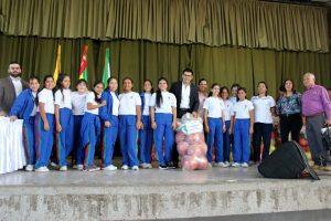 Equipo de voleibol de Aspaen Gimnasio Cantillana junto al alcalde de Piedecuesta, Danny Ramírez.  - Suministrada/GENTE DE CAÑAVERAL