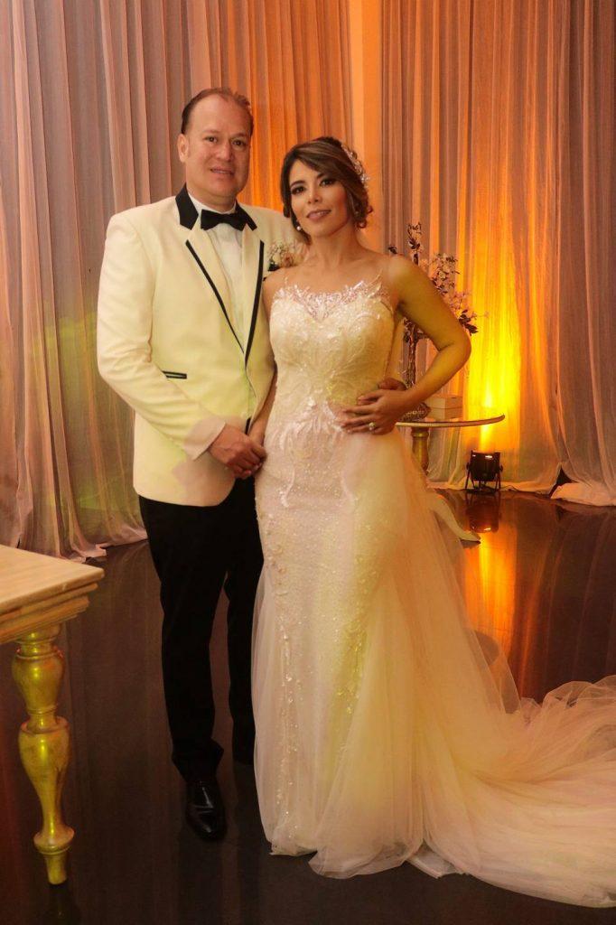 Junto a sus familiares y amigos, Katia Pinto Jaimes y Jorge López Rueda celebraron su unión matrimonial.