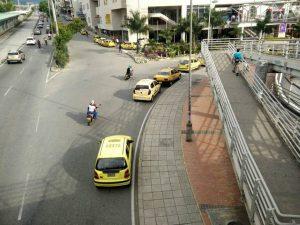 """Los taxistas también se han """"apropiado"""" de las vías e invaden el espacio público.   - Suministrada/GENTE DE CAÑAVERAL"""