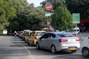 """Largas filas de carros se pueden evidenciar en las """"horas pico"""". - Fabián Hernández/GENTE DE CAÑAVERAL"""