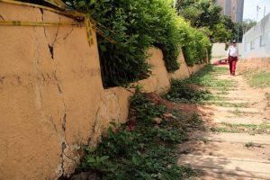 El muro, que amenazaba con desplomarse, fue levantado nuevamente para evitar una emergencia.   - Archivo/GENTE DE CAÑAVERAL