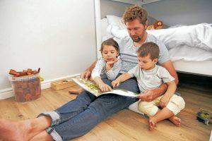 Desde un juego de mesa hasta una conversación sencilla ayudan a fortalecer los lazos familiares.  - Banco de Imágenes / GENTE DE CAÑAVERAL