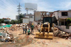 Hace unos días comenzó la demolición de las viviendas de Molinos Altos, por donde pasará la prolongación de la paralela oriental Floridablanca -Bucaramanga. - Fabián Hernández/GENTE DE CAÑAVERAL