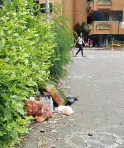 Los residentes de la zona denuncian que los vendedores dejan las zonas sucias y llenas de basura.  - Suministrada/GENTE DE CAÑAVERAL