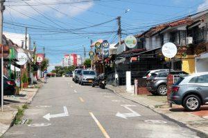Los propietarios de dos establecimientos de comercio ubicados sobre la carrera 33 con 26 no han ejecutado la demolición de su cerramiento y cubierta   - Fabián Hernández/GENTE CAÑAVERAL