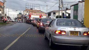 El lector asegura que en algunos puntos de Cañaveral y Floridablanca no se requieren semáforos porque estos generan más trancón.  - Suministrada/GENTE DE CAÑAVERAL