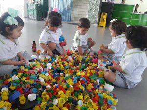 Estudiantes, docentes, directivos y padres de familia del colegio New Port se unieron a la campaña de recolección de tapas para contribuir con los niños de la fundación Sanar.      - Suministrada/GENTE DE CAÑAVERAL