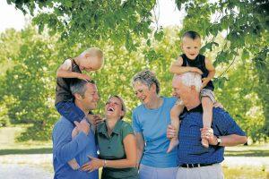 Es muy importante que la familia vele por los cuidados del adulto mayor para que gocen de una vejez digna y puedan adaptarse integralmente a la sociedad.  - Banco de Imágenes / GENTE DE CABECERA