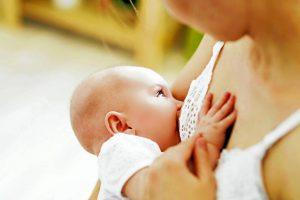 Si la madre da a luz en un centro de maternidad, tiene derecho a esperar que el recién nacido permanezca en el mismo cuarto durante las 24 horas del día y que su bebé no reciba ni preparación para lactantes ni agua si le está amamantando. - Banco de Imágenes /GENTE CAÑAVERAL