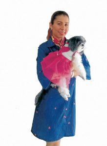 Yenyfer Fiorillo además de ser bailarina, es una apasionada por la confección de trajes para mascotas. - Suministrada/GENTE DE CAÑAVERAL