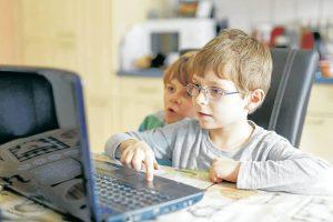 Los adultos deben enseñarles a sus hijos a aprovechar las posibilidades y beneficios que ofrecen las nuevas tecnologías, para que los niños hagan buen uso de ellas. - Banco de Imágenes/GENTE DE CAÑAVERAL