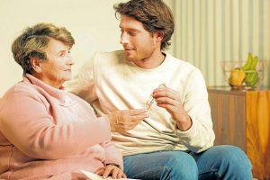 Los profesionales reconocen un grado de carga mayor en las personas que cuidan de un adulto mayor con un diagnostico relacionado con la demencia.  - Banco de Imágenes/GENTE dE CAÑAVERAL