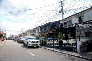 Los establecimientos comerciales ubicados sobre la carrera 26 con calle 32 habían construido sobre el antejardín, sin permiso alguno.   - Élver Rodríguez/GENTE DE CAÑAVERAL
