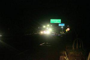 Así lucen algunos tramos de la Transversal El Bosque después de las 6:00 de la tarde. La mayoría de las personas temen movilizarse por esta zona. - Fabián Hernández /GENTE DE CAÑAVERAL