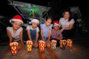 En torno a las velas se reúnen las familias para compartir y celebrar la inmaculada concepción de la Virgen María.  - Élver Rodríguez/GENTE DE CAÑAVERAL