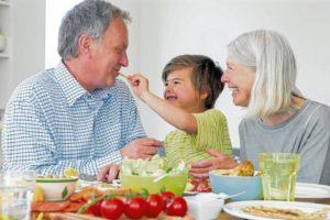 Es importante disminuir el consumo de sodio (sal), dado que en esta etapa de la vida la incidencia de hipertensión arterial es frecuente. - Banco de Imágenes / GENTE DE CAÑAVERAL