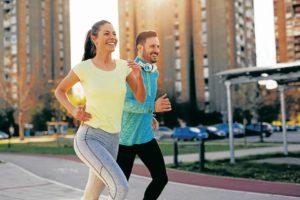 Los especialistas recomiendan alternar la buena alimentación con el deporte   - Banco de Imágenes/GENTE DE CAÑAVERAL