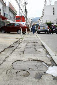 La comunidad de este sector hace un llamado a las autoridades para que se ejecute la restauración de estos importantes pasos peatonales.  - /GENTE DE CAÑAVERAL