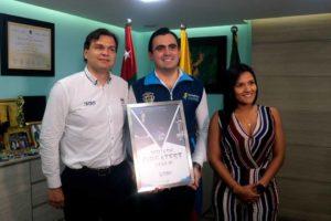 Pablo Serna, presidente de la Federación Colombiana de Squash; Héctor Mantilla y Karol González.   - Fabián Hernández /GENTE DE CAÑAVERAL