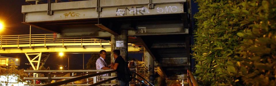 Sigue en vilo la iluminación  en puentes de Metrolínea