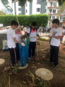 Los alumnos de sexto grado del New Cambridge realizaron una jornada de limpieza en el parque Las Llaves. - Suministrada/GENTE DE CAÑAVERAL