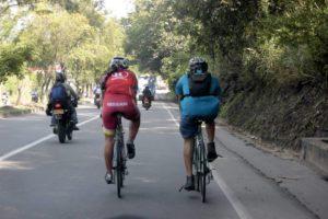 Los ciclistas deben transitar por el lado derecho de las vías, a una distancia no mayor a un metro de la acera u orilla.  - Archivo /GENTE DE CAÑAVERAL