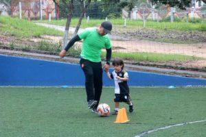 Todos los sábados los niños se reúnen para recibir la preparación física necesaria que contribuye con su desarrollo integral.   - Fabián Hernández /GENTE DE CAÑAVERAL