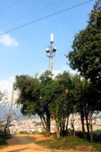 La antena ubicada en la calle 17 de Molinos genera inseguridad, según los residentes de la zona. - Fabián Hernández/GENTE DE CAÑAVERAL