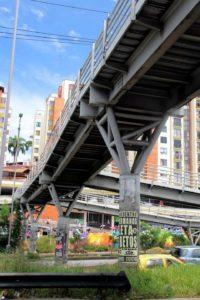 La mayoría de los puentes de la autopista son utilizados para promocionar eventos y candidatos durante las campañas políticas.  - Suministrada/GENTE DE CAÑAVERAL