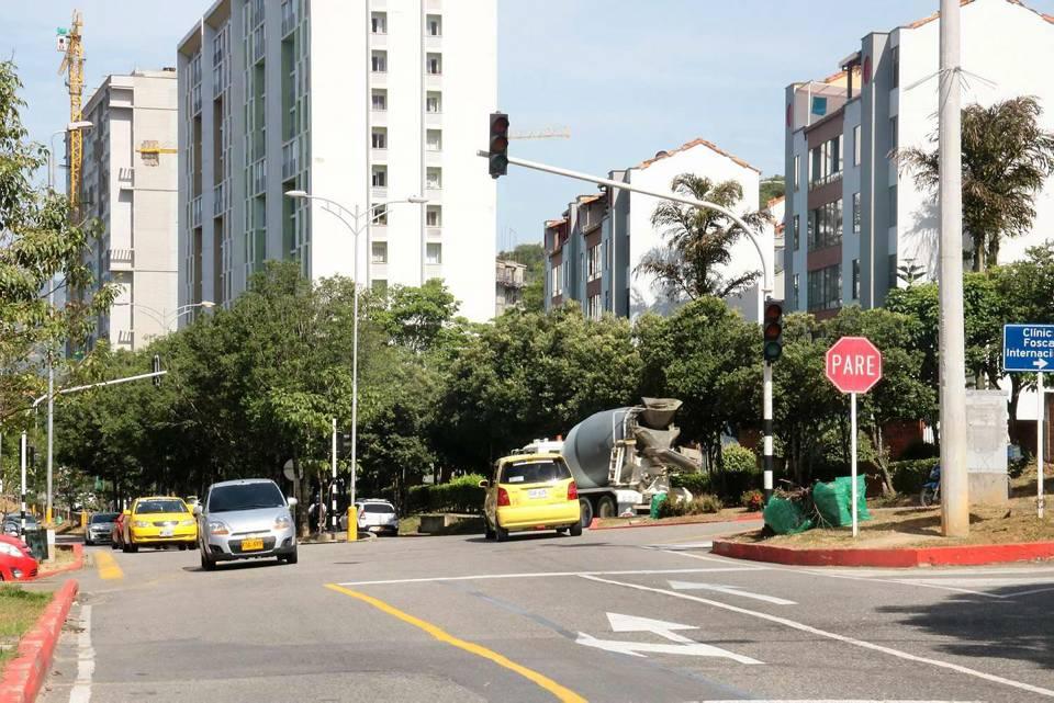 Los conductores temen que el daño del semáforo ocasione un accidente y haya víctimas mortales. - Fabián Hernández /GENTE DE CAÑAVERAL