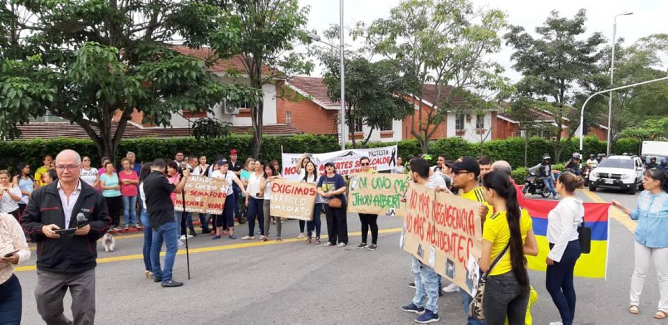 La comunidad de Cañaveral se unió y manifestó de forma pacifica sobre la calle 158 con carrera 18 de la Transversal de El Bosque, para pedir que se agilice el arreglo de los semáforos. - Suministrada/GENTE DE CAÑAVERAL