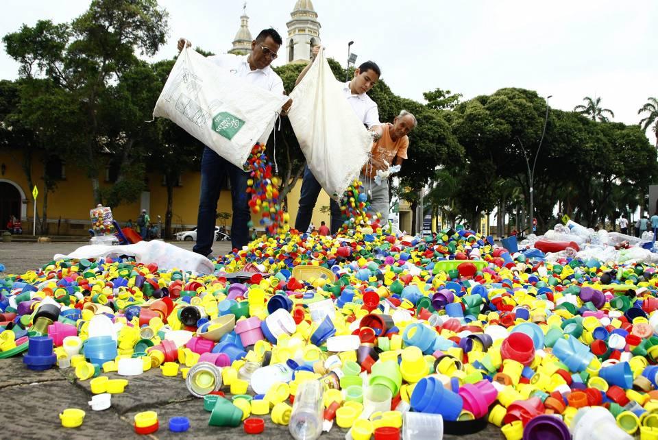 Reciclar las tapas y botellas, además de contribuir a salvar la vida de los niños con cáncer, también contribuye a la preservación del medio ambiente. - Archivo / GENTE DE CAÑAVERAL