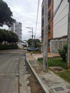 La estructura obstruye el paso de los peatones. La Electrificadora anunció que lo reubicará. - Suministrada/GENTE DE CAÑAVERAL