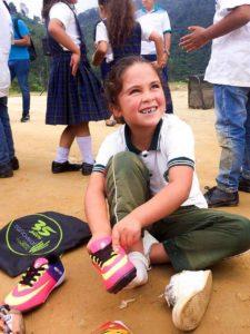 Con este calzado se busca promover el deporte en los niños y niñas de los sectores vulnerables del municipio. - Suministrada/GENTE DE CAÑAVERAL