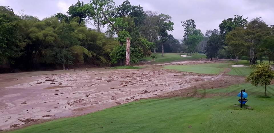 La lluvia del martes ocasionó daños en el campo de golf del Club Campestre de Bucaramanga. El lodo invadió todo el terreno - Suministrada /GENTE DE CAÑAVERAL