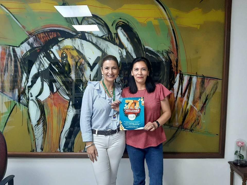 Martha Leyder Bautista, gerente del Centro Comercial Cañaveral y Nancy Vega Abreo, ganadora. - Suministrada /GENTE DE CAÑAVERAL