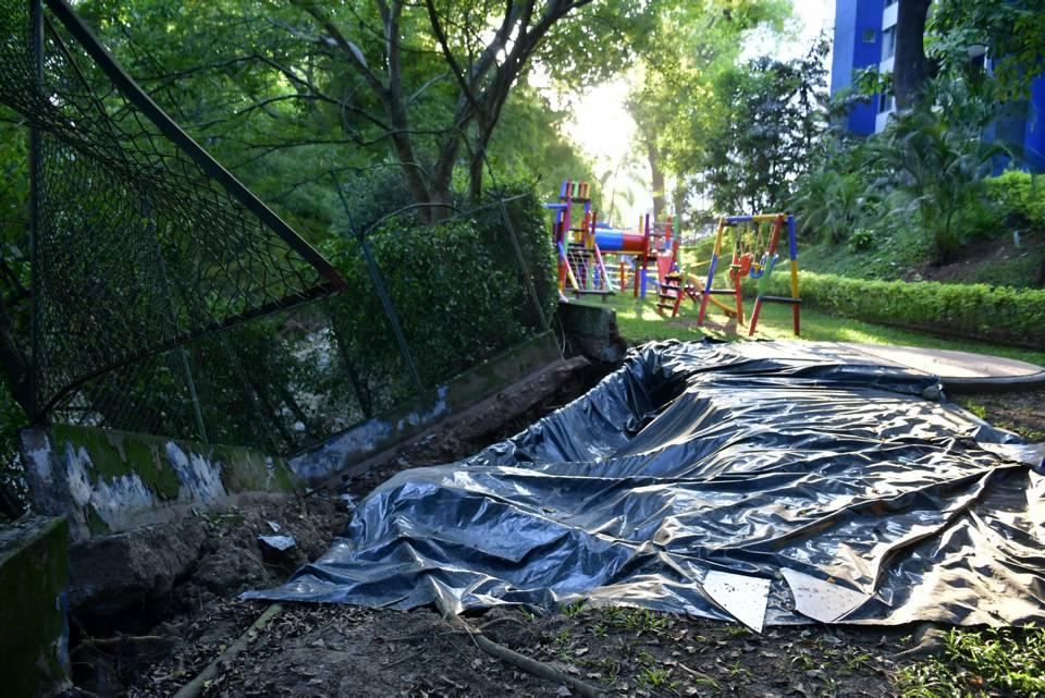 El muro de contención que protege el conjunto Plazuela Cañaveral, sufrió graves daños durante la avalancha del pasado 28 de enero. - Miguel Vergel/GENTE DE CAÑAVERAL