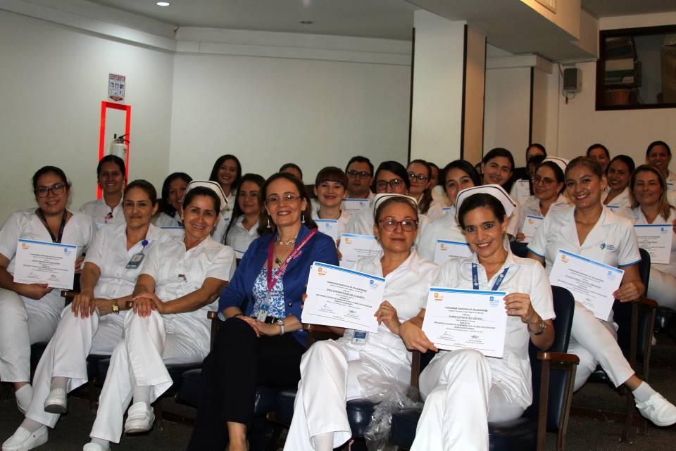 Enfermera coordinadora de la Unidad de Trasplantes, Claudia López, y su grupo de trabajo de la Foscal. - Suministrada/GENTE DE CAÑAVERAL