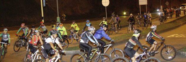 Únase a los recorridos  nocturnos en bicicleta