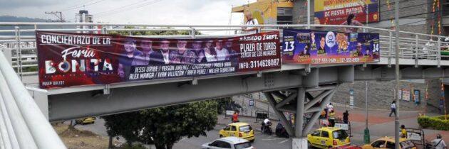 """La publicidad se """"tomó""""  los puentes peatonales"""