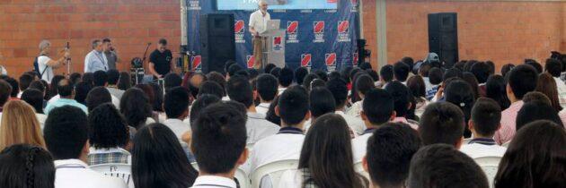 Kalmanovitz dio apertura al Congreso Nacional de  Líderes Estudiantiles