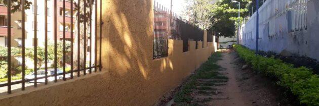 Construyen muro  en El Bosque